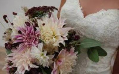 Handgebonden trouwboeket met Dahlia's